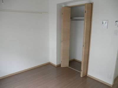 収納スペースもあり、お部屋をスッキリ使用できます。