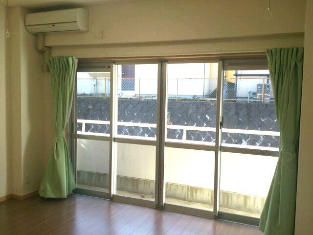 室内物干も付いていますので、留守中や雨の日でも安心して干せます(*^_^*)